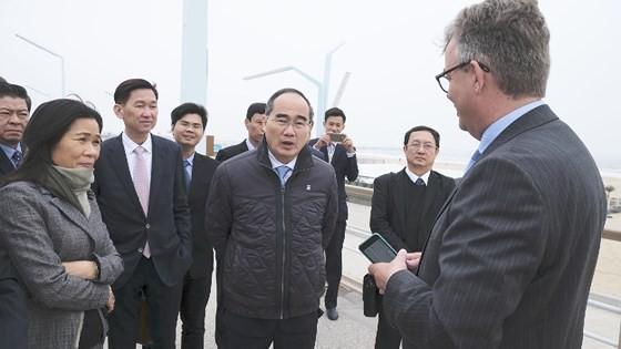 Bí thư Thành ủy TPHCM Nguyễn Thiện Nhân thăm nhà máy xử lý nước thải Hà Lan không dùng hóa chất ảnh 2