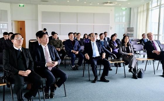Bí thư Thành ủy TPHCM Nguyễn Thiện Nhân thăm nhà máy xử lý nước thải Hà Lan không dùng hóa chất ảnh 1