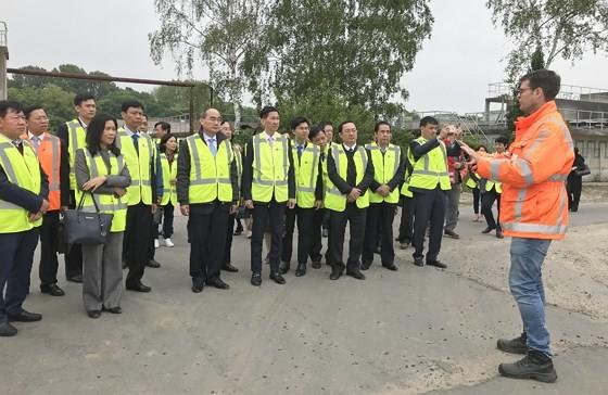 Bí thư Thành ủy TPHCM Nguyễn Thiện Nhân thăm nhà máy xử lý nước thải Hà Lan không dùng hóa chất ảnh 3