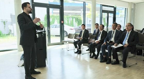 Bí thư Thành ủy TPHCM Nguyễn Thiện Nhân tìm hiểu thành phố tương lai của Đức ảnh 4