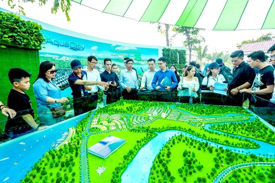 Thousands took part in Novaland Expo 2019 ảnh 2