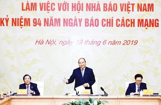 Thủ tướng Nguyễn Xuân Phúc: Nhà nước sử dụng cơ chế đặt hàng để báo chí phát triển ảnh 1