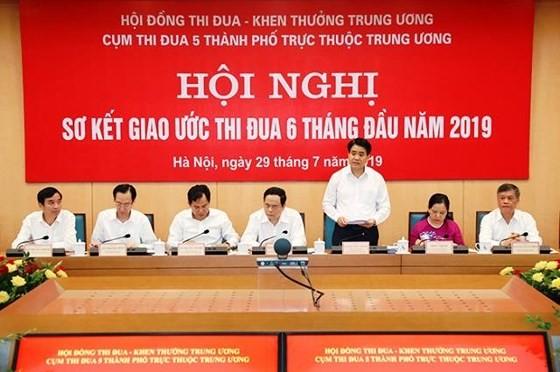 TPHCM dẫn đầu thu ngân sách, Hà Nội hút vốn nước ngoài nhiều nhất ảnh 1