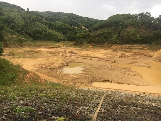 Cây lương thực khô cháy, chết dần vì hạn hán kéo dài ở khu vực Trung Trung bộ ảnh 6