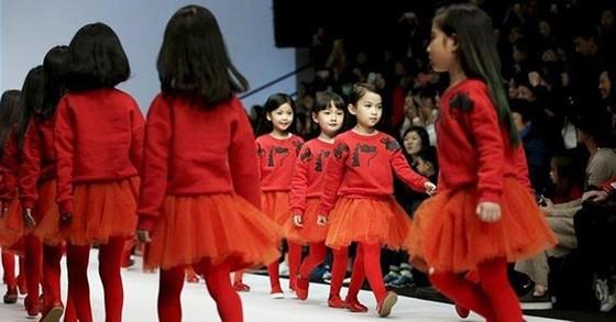 Các bé diễn thời trang tại Bắc Kinh