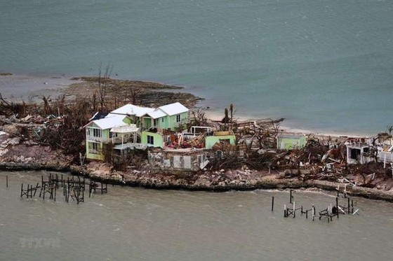 Bão Dorian tàn phá đảo Great Abaco của Bahamas. Ảnh: AFP/TTXVN