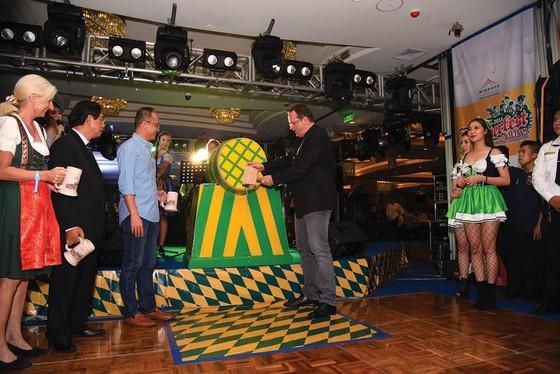 Sôi động lễ hội  bia Oktoberfest  tại Windsor Plaza ảnh 6