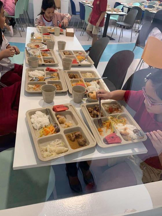 TPHCM: Các trường phải cho phụ huynh vào trường giám sát chất lượng bữa ăn của học sinh ảnh 1