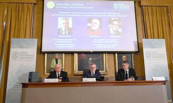 Nobel Vật lý 2019 vinh danh khám phá vũ trụ và hành tinh ngoài Hệ Mặt trời ảnh 1