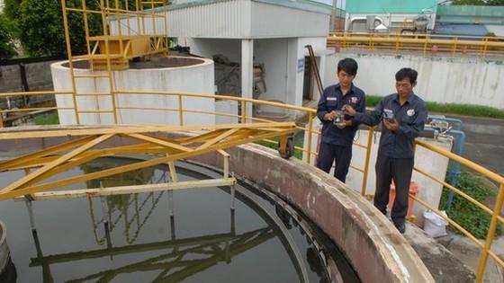 Hồ xử lý nước thải tập trung tại một nhà máy trong KCN Tây Bắc Củ Chi. Ảnh: CAO THĂNG