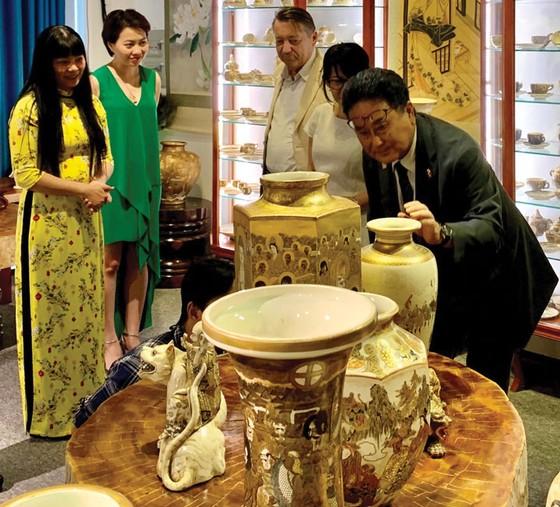 Thưởng trà  Việt, ngắm gốm Satsuma ảnh 2