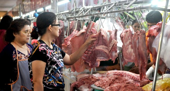 Cân đối cung cầu,  kiểm soát giá thịt heo ảnh 1