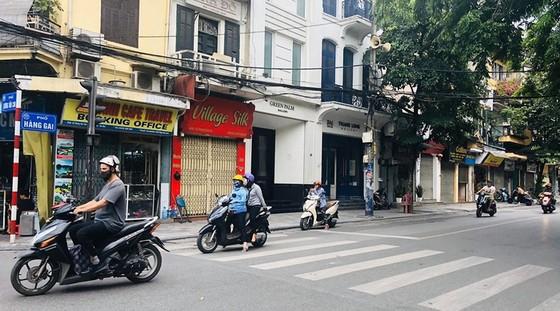 """cac cua hang tren pho co ha noi chat vat """"vuot bao"""" dich covid-19 de """"song sot"""" hinh 5"""