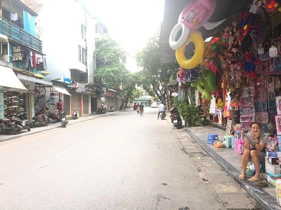 """cac cua hang tren pho co ha noi chat vat """"vuot bao"""" dich covid-19 de """"song sot"""" hinh 4"""