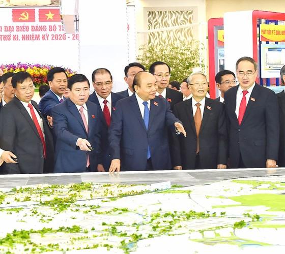Thủ tướng Nguyễn Xuân Phúc:  Xây dựng TPHCM thành đại đô thị thông minh, đẳng cấp quốc tế ảnh 1