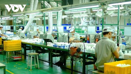 Thành công trong việc ứng phó với dịch bệnh, cùng với vị thế của mình, Việt Nam đã tạo nên một hiệu ứng lan toả tích cực. Vì vậy, các doanh nghiệp trong nước và nhà đầu tư cũng cảm thấy an tâm và tự tin hơn.
