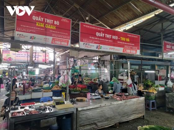 TPHCM: Tiểu thương chợ truyền thống nỗ lực giữ chân khách hàng ảnh 1