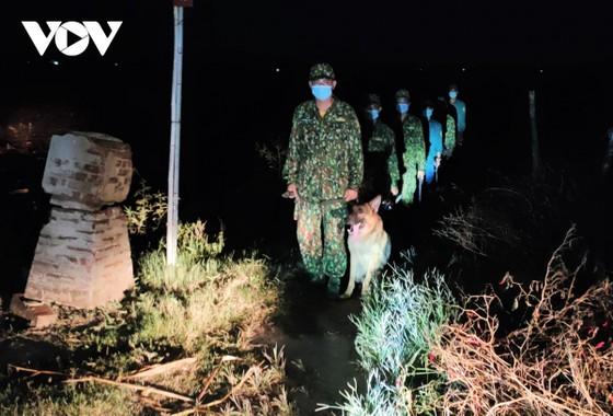 Biên giới Tây Nam: Nguy cơ trở thành điểm nóng bùng phát dịch Covid-19 ảnh 1