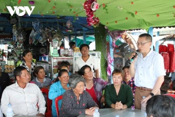 Đại sứ Vũ Quang Minh gặp gỡ bà còn trong đợt đi công tác tại tỉnh Kampong Chhnang.