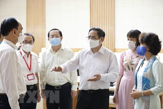Thu tuong: Tao moi dieu kien de som san xuat vaccine phong COVID-19 hinh anh 2