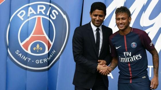 Neymar và Chủ tịch PSG Nasser Al-Khelaifi.