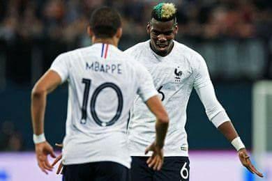 Paul Pogba và Kylian Mbappe ăn mừng bàn thắng