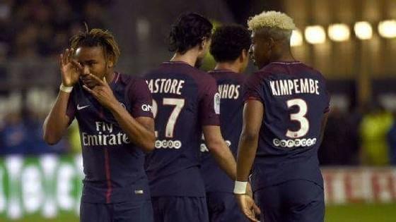 Các cầu thủ PSG thất vọng sau trận hòa Amiens