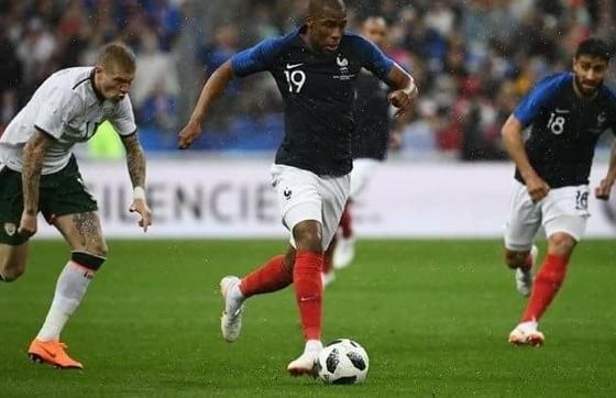 Hậu vệ Sidibe lên tham gia tấn công ở trận thắng Ireland