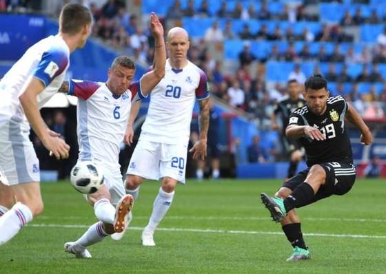 Argentina - Iceland 1-1: Messi đá hỏng phạt đền trước các chiến binh Băng đảo ảnh 2