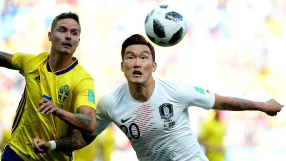 Thụy Điển - Hàn Quốc 1-0, VAR lại gây tranh cãi với quả 11m