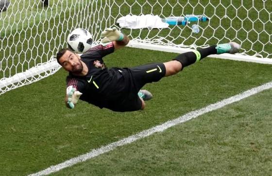 Bồ Đào Nha - Morocco 1-0, Ronaldo ghi bàn trong chiến thắng gây tranh cãi ảnh 5