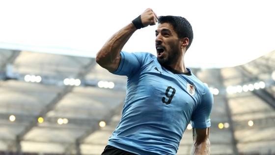 Luis Suarez ghi bàn thắng đầu tiên của mình ở World Cup