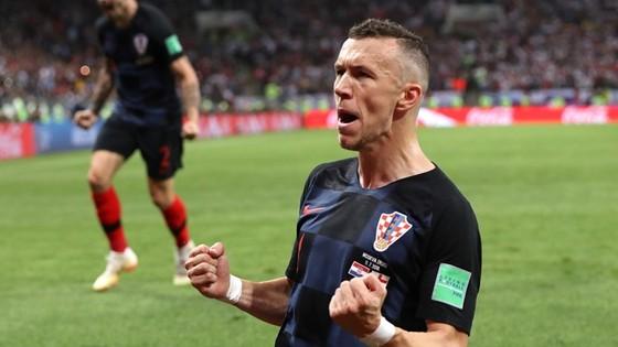 Ivan Perisic ăn mừng chiến thắng của Croatia.