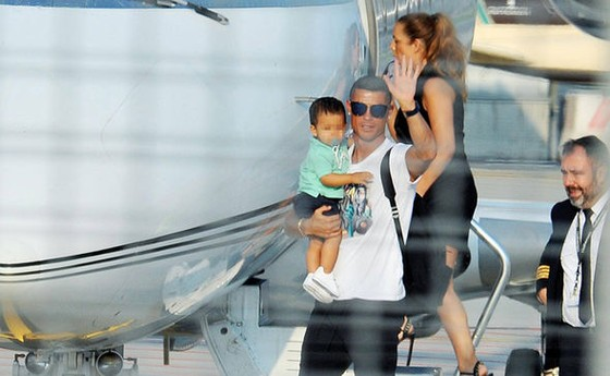 Ronaldo đến Turin vào sáng Chủ nhật