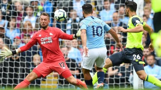 Man City - Huddersfield 5-1: Sergio Aguero ghi hattrick ảnh 2