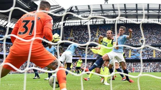 Man City - Huddersfield 5-1: Sergio Aguero ghi hattrick ảnh 4
