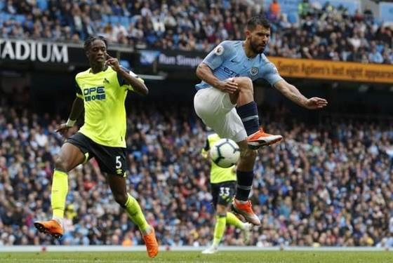 Man City - Huddersfield 5-1: Sergio Aguero ghi hattrick ảnh 6