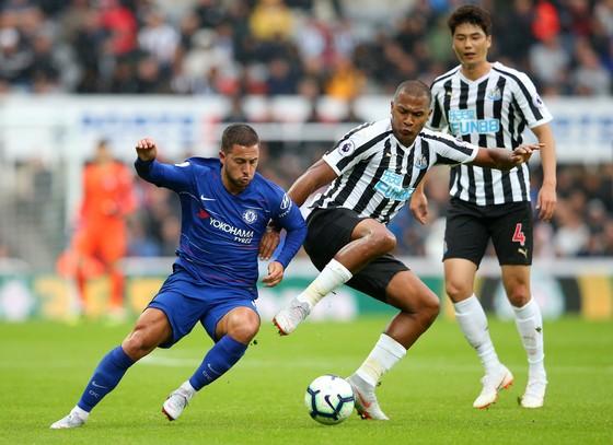 Hazard chấp nhận bị đá xấu ở Premier League
