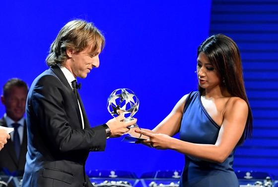 Luka Modrid được vinh danh khi Real Madrid quét sạch mọi giải thưởng ảnh 2