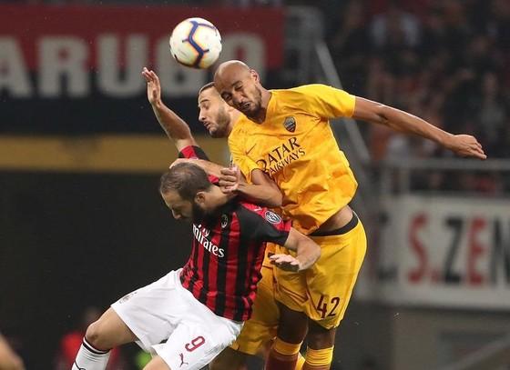 Milan nhấn chìm Roma phút cuối cùng ảnh 1