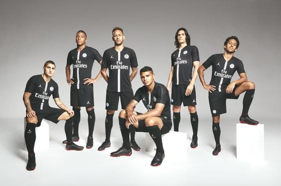 Bộ trang phục sân khách của PSG ở Champions League.