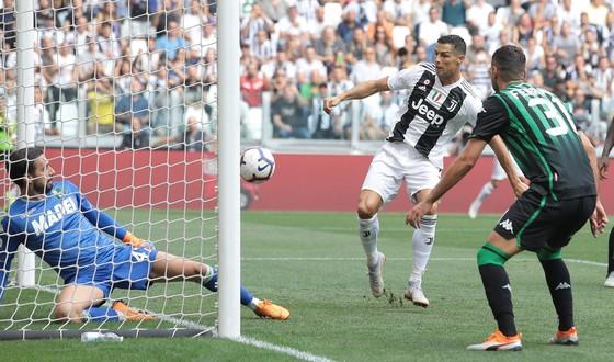 Cristiano Ronaldo ghi cú đúp giúp Juventus đánh bại Sassuolo ảnh 2