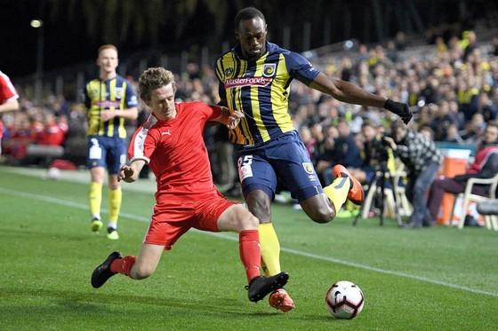 Tiền đạo chạy nhanh nhất thế giới thách thức Usain Bolt ảnh 2