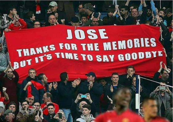 Fans Man.United yêu cầu sa thải Jose Mourinho ảnh 1