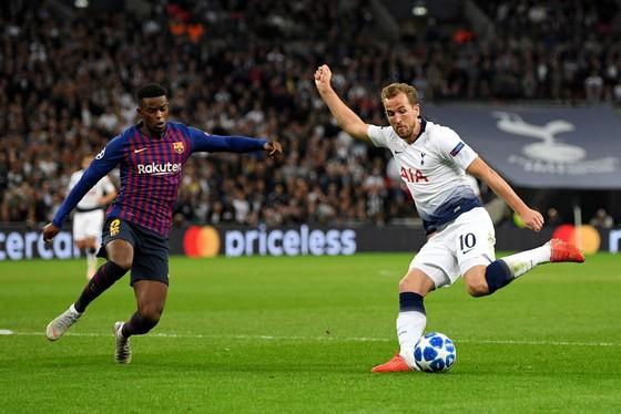 Harry Kane (phải, Tottenham) sẽ lại ghi bàn trên sân Wembley.