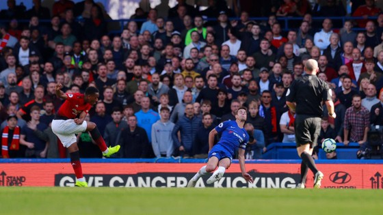 (TRỰC TIẾP): Chelsea - Man United: Không thèm phong tòa Eden Hazard ảnh 3