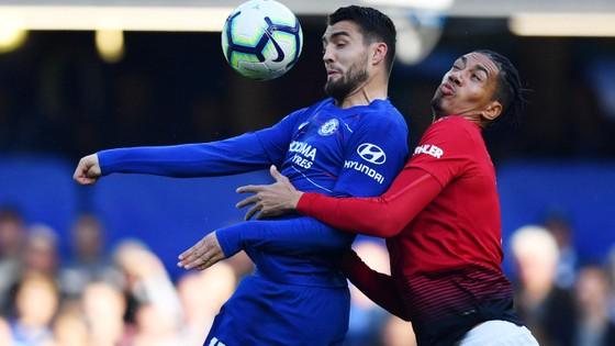 Chelsea - Man United: Martial suýt nhấn chìm Chelsea