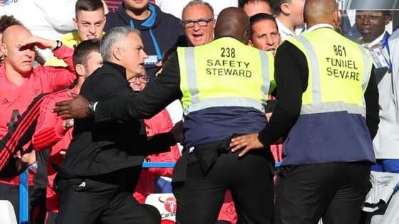 Điều gì khiến Mourinho nổi điên ở Stamford Bridge? ảnh 3