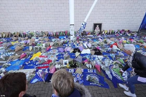 Làng bóng Anh bàng hoàng trước thảm kịch của Chủ tịch Leicester City ảnh 5