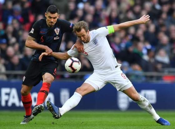Harry Kane (phải) ghi bàn quyết định, nhấn chìm Croatia